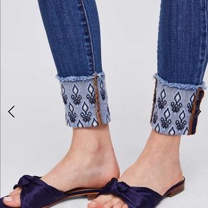 1301362333c2e LOFT Jeans - LOFT Floral Embroidered Cuff Skinny Jean